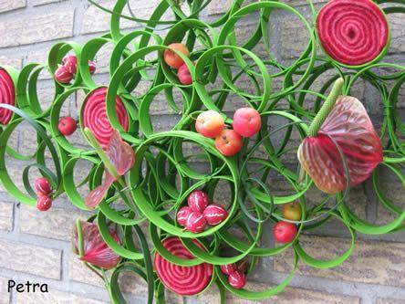 Zelf leren bloemschikken: muurdecoratie maken met bloemen