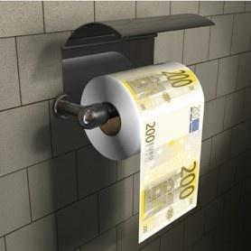 Heb jij altijd al stinkend rijk willen worden? Met deze 200 eurobiljet WC rol kan je in ieder geval doen net alsof! Elk velletje is namelijk precies een perfect nagemaakte afdruk van een tweehonderd euro biljet. En het is natuurlijk erg grappig als gasten of vrienden bij jouw thuis naar het toilet gaan en deze rol zien hangen! Want vriendschap en familie maakt gelukkig en geld niet, dus spoel het gewoon door de WC! Ook al is het geen geldig betaalmiddel, deze toiletrol is goud waard!