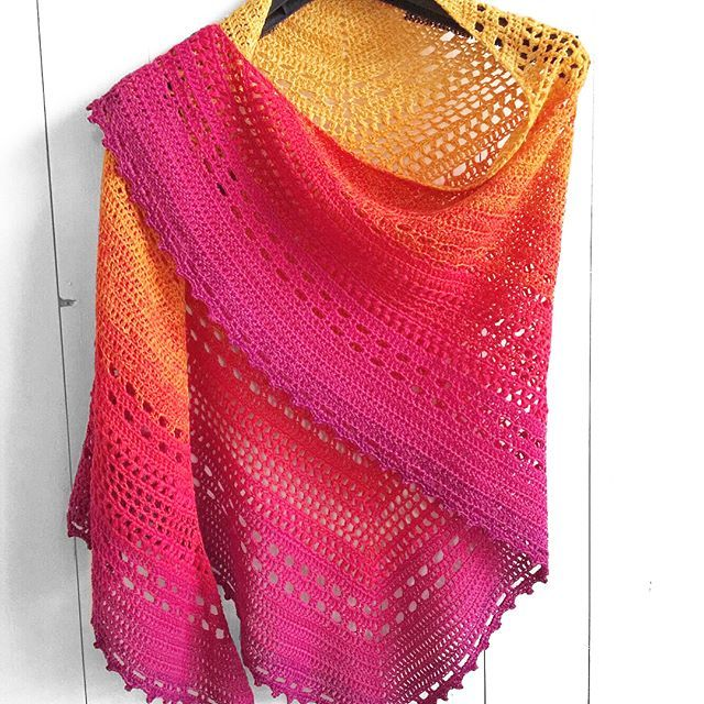 *updated free shawl pattern, link in bio*   Mom made a second Bella Vita Shawl. Your kind words kept us going at the improvement of our first (free) shawl pattern, which turned out to be a horror pattern to work with.   So sorry if we gave you a hard time. For weeks mom and I puzzled and puzzled, had lots of pull outs, but finally we have a much easier pattern now  Thanks so much for your kind reactions, we – and especially mom – were overwhelmed by all the love and gratitude you showed…