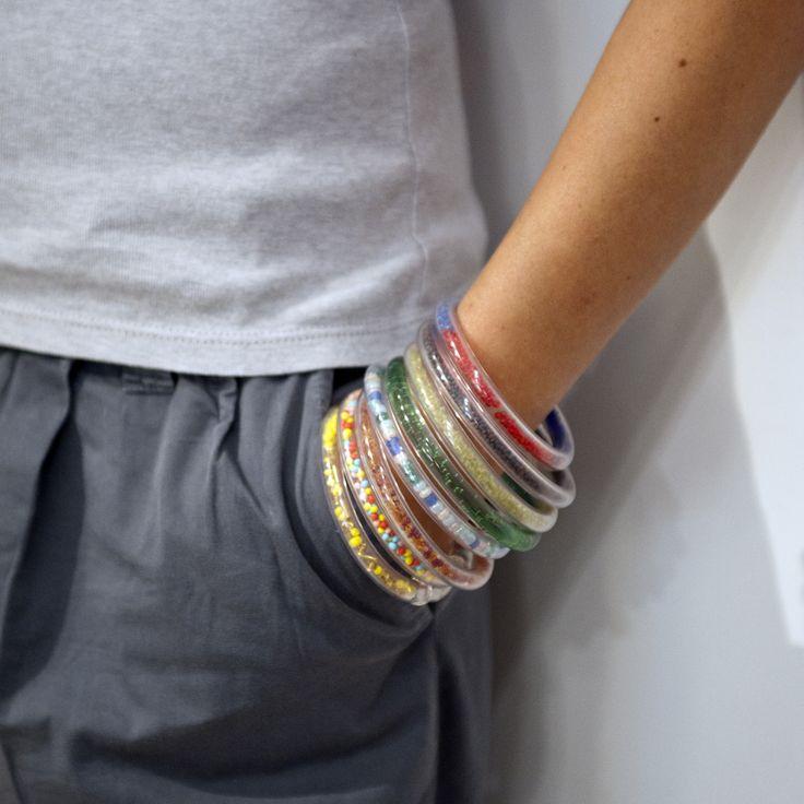 bracciali colorati, realizzati con tubo di plastica all'interno del quale vi sono perline, semi, vetri e paillettes. 10,00 euro cad.
