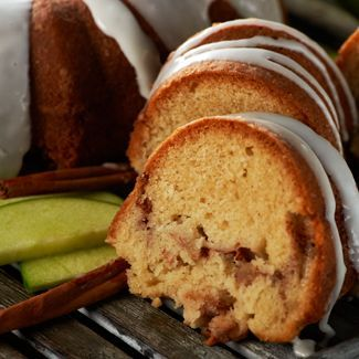 The perfect combination of apple and cinnamon in this delicious Apple Cinnamon Cake #recipe