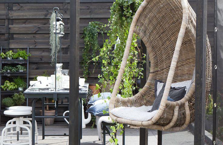 vtwonen doe-het-zelf: Cubic pergola met hangstoel | KARWEI