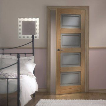 Contemporary Oak Door with Silkscreen Safety Glass incorporating Clear Lines