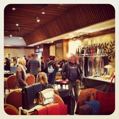 Mercato Monti in der Via Leonina im Trendviertel Monti. nur samstags und sonntags geöffnet, in einem Konferenzsaal des Hotels Palatino. 10-20.00 uhr