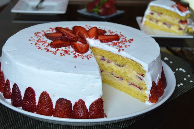 Tort cu vanilie si capsuni