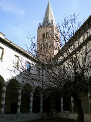 iSEGRETIdeiVICOLIdiGENOVA: le CHIESE di GENOVA- il chiostro triangolare di sant'Agostino