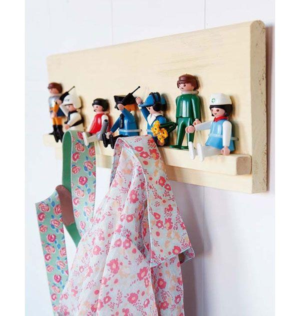Garderobe aus Playmobilfiguren