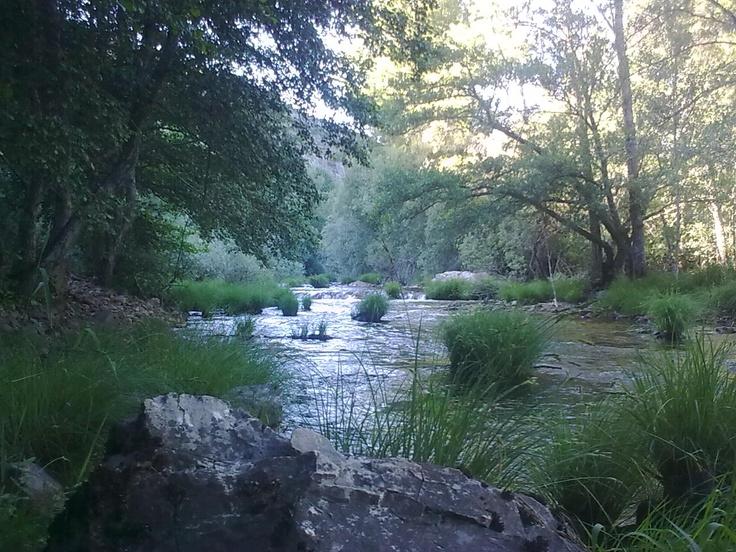 Río Omaña a su paso por La Garandilla (León)