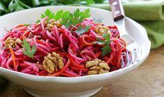 Πρωτότυπη, ευπαρουσίαστη και φουλ αντιοξειδωτική σαλάτα για τους λάτρεις της υγιεινής διατροφής.