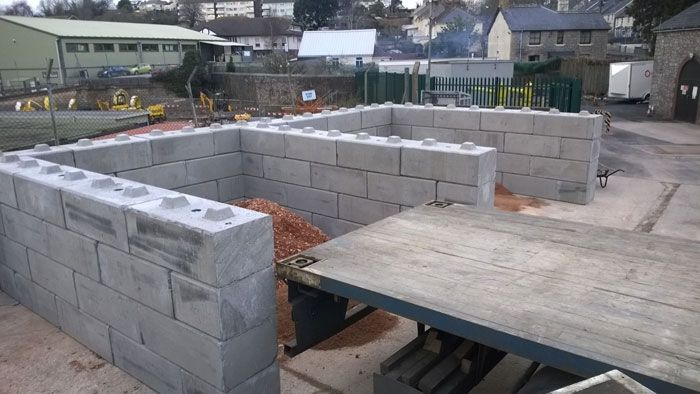 Duo™ Interlocking Concrete Blocks  Elite are the UK's only manufacturer of Duo™ interlocking concrete 'lego' blocks – used throughout the UK in a wide variety of applications.   If you're looking for a robust, simple and flexible way of building retaining walls, push walls, salt bays, aggregate storage, compost, wood