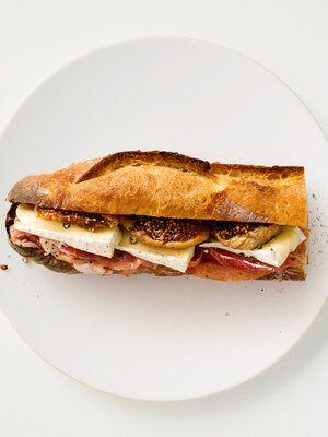 【ELLE a table】ブリ―チーズと生ハムのバゲットサンドレシピ エル・オンライン