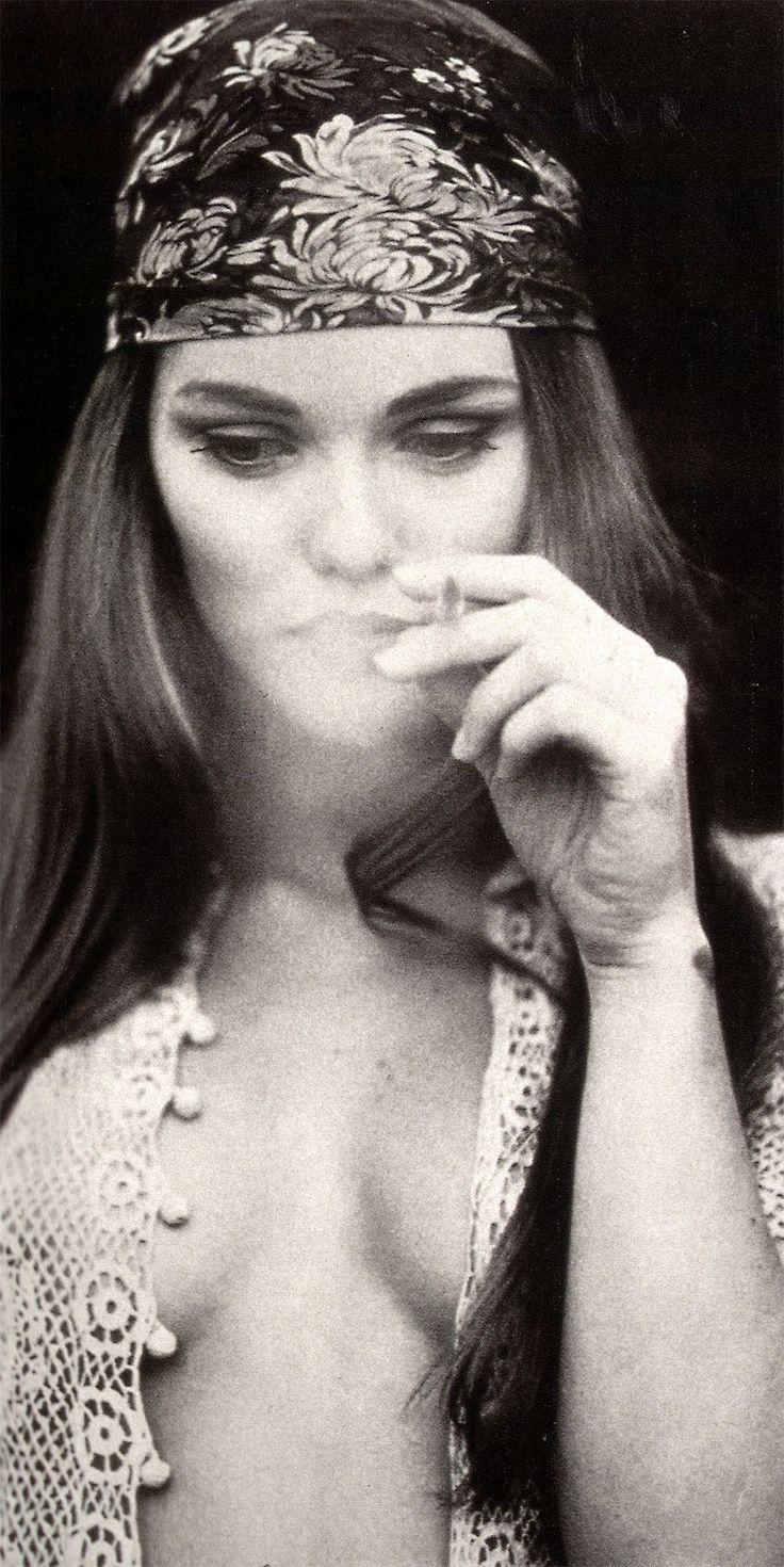 Femme, hippie, fumer