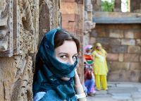 Nästan varje resa vi anordnar har inplanerade eller frivilliga besök till byar och bosättningar som tar emot turister och visar upp invånarnas kultur.