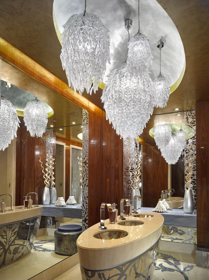 The One & Only The Palm Dubai in the United Arab Emirates received nine hundred lighting fixtures of 150 different types, in both Arabian and modernly redefined classic style. #hotel #restroom #modern #luxury #relaxing #light #design #crystal #leaves #chandelier #crystalchandelier