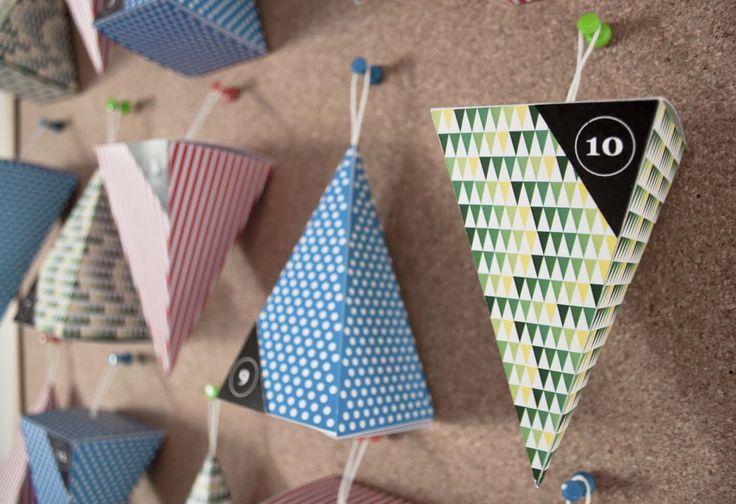 #tutorial calendario dell'avvento con piramidi colorate. Sul sito, i template scaricabili e il procedimento passo passo. #faidate #handmade #advent #calendar #free #printables