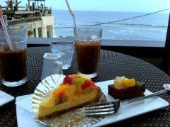 湘南で人気のビーチの七里ヶ浜にあるのがアマルフィイカフェ 目の前に海が見えるという最高ロケーションが魅力です 食事メニューからスイーツまで沢山の種類のメニューがあるからどんなシーンでも使えますよ( 休みの日には海を見ながらのんびりと過ごす時間もいいですね(o)  #神奈川 #カフェ #スイーツ #湘南 #七里ヶ浜 tags[神奈川県]