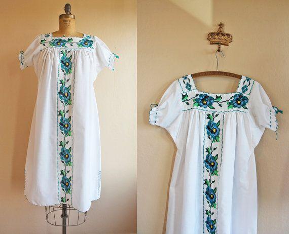 Vintage White Mexican Peasant Dress - 1970s Floral Embroidery Tunic Tent Dress - La Puenta