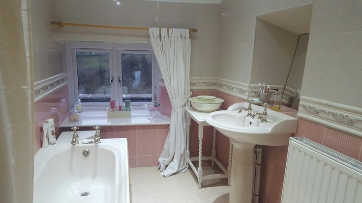 Pink and cream  cottage bathroom