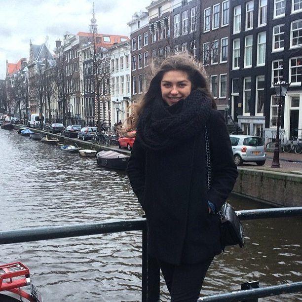 Новое фото📷 нашей постоянной клиентки-путешенственницы.  В Амстердаме сегодня теплее🌝, чем в Киеве!   Спасибо нашей бесстрашной @valeriasavchenko за фото! 👍👏  #gwtravel_ua #kyivgrad #insta_kiev #ukraine_blog #vscoukraine #huntgramukraine #amsterdam #амстердам #голландия #travel