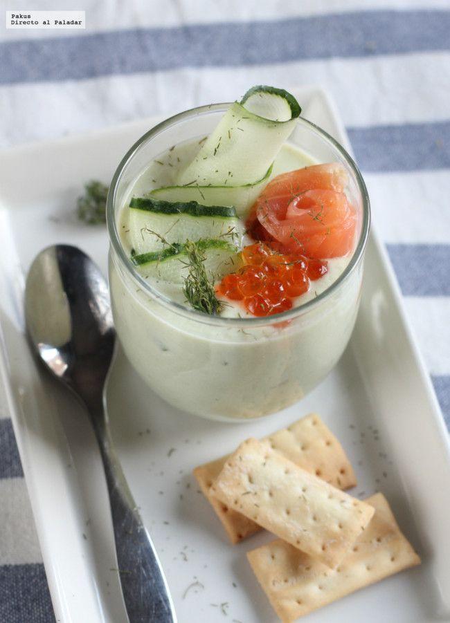 Crema fría de pepino y aguacate con salmón ahumado. Receta refrescante de verano