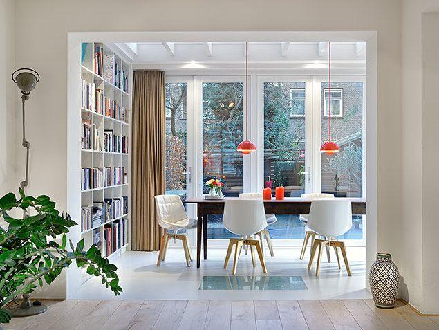 via Bloem en Lemstra Architecten. Dining space with a LOT of natural light through big wall doors.