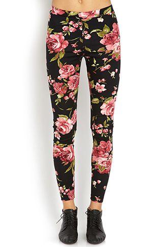 A pair of leggings featuring a floral print. Elasticized waist. Knit. Lightweight