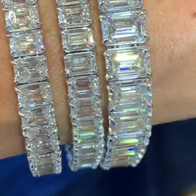 Grant Mobley On Instagram What Do You Prefer Traditional Round Diamond Tennis Bracelet Or An Emeral Diamond Dreams Tennis Bracelet Diamond Picture Necklace