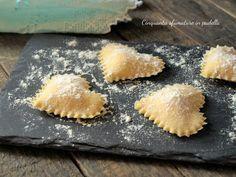 I cuori ripieni di mortadella e robiola sono una deliziosa pasta fresca all' uovo ripiena, semplicissima da preparare, sapore di casa, di famiglia, d'amore!