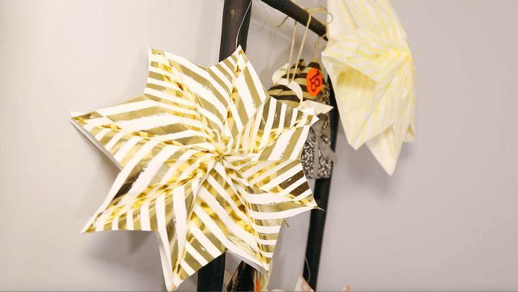 Otte papirsposer, lim og tre minutters koncentration – det er hvad det kræver at lave disse fine stjerner. Perfekt til julebordet og som nytårspynt. Vi guider her.