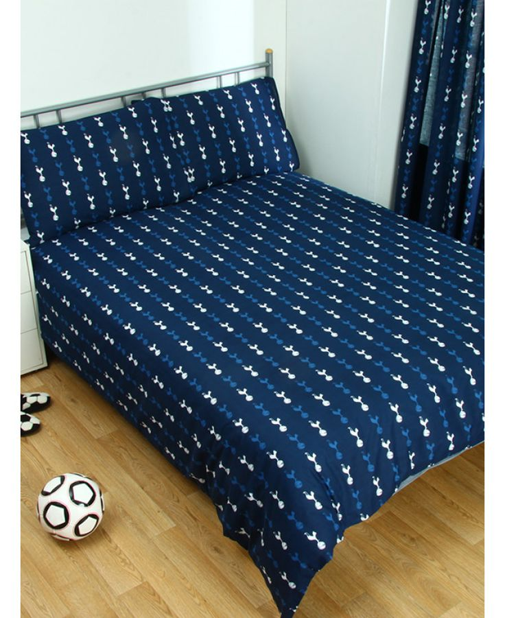 This Tottenham Hotspur Pulse double duvet cover features the club crest in the centre of a dark blue background. Free UK delivery available.