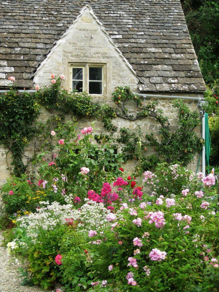 best 25 english cottages ideas on pinterest english. Black Bedroom Furniture Sets. Home Design Ideas