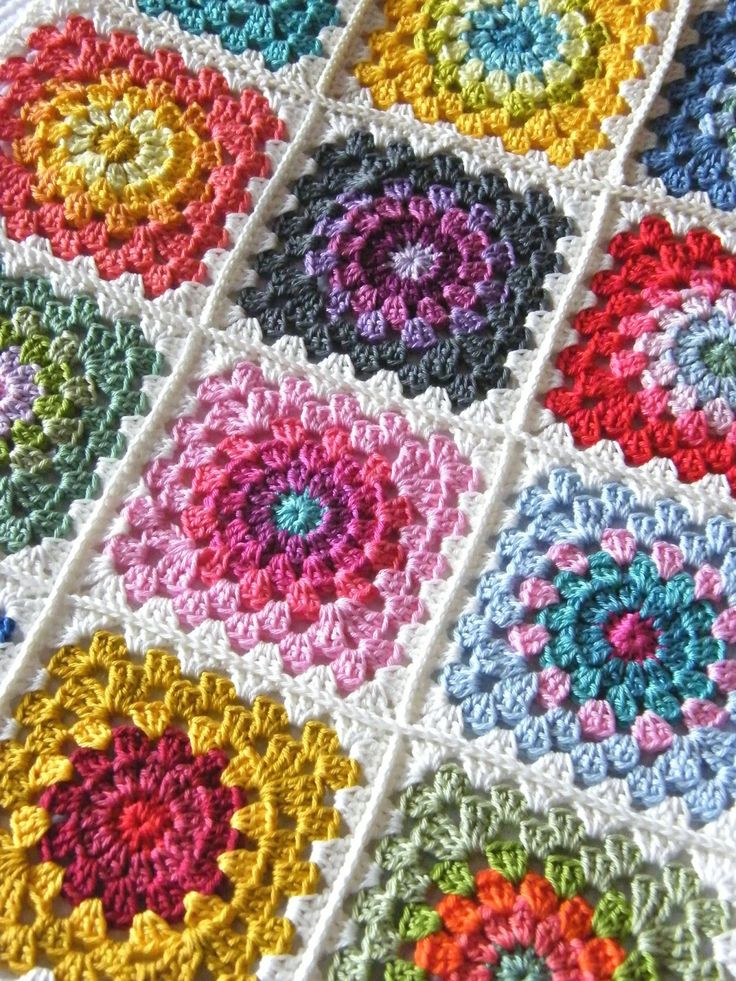 Happy flower square afghan (Tutorial) on http://hookandbake.blogspot.ie