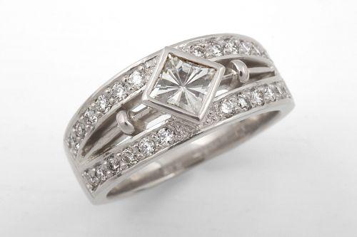 Moissanite, diamonds and white gold. CaiSanni