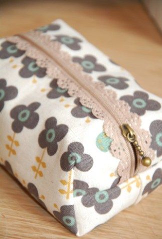 Exposed Lace Zipper pouch sewing tutorial