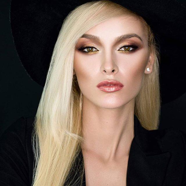 My amazing model Cosmina :* Photo by @alexanders.photo Makeup done using @makeupatelierparis, @mehronmakeup and @tammytanuka pigments #oxananovacovicimua #eveningmakeup #lectiidemachiaj #beautymakeup #beautyshooting #instabeauty #instamakeup