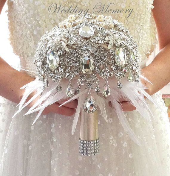 Champagne cristal plata broche ramo de plumas. ramo blanco marfil gris por MemoryWedding. Boquet de novia brocha gran Gatsby estilo de la boda.