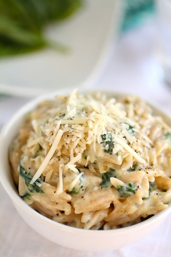 Yield: 4 Servings Ingredients: 2 and 1/2 cups whole wheat orzo 2 Tbsp. Extra Virgin Olive Oil 2 green onions, chopped 1 clove garlic, minced salt and pepper to taste 2 tsp. flour 1 cup milk (I used skim!) 2/3 cups spinach, chopped 1/2 cup parmesan cheese, shredded, pl