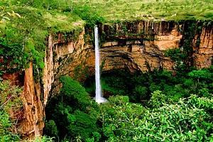 Véu da Noiva: Cachoeira de 86 metros de queda é cartão-postal do parque - Chapada dos Guimaraes, Brasil