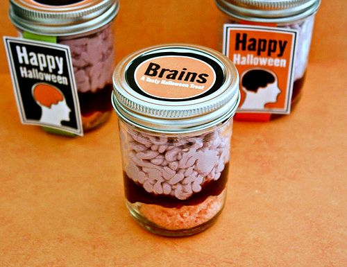 Creepy Halloween Brain in a Jar Cupcakes! Get how to recipe instructions, plus free party printable tags via @Amy Locurto {LivingLocurto.com}