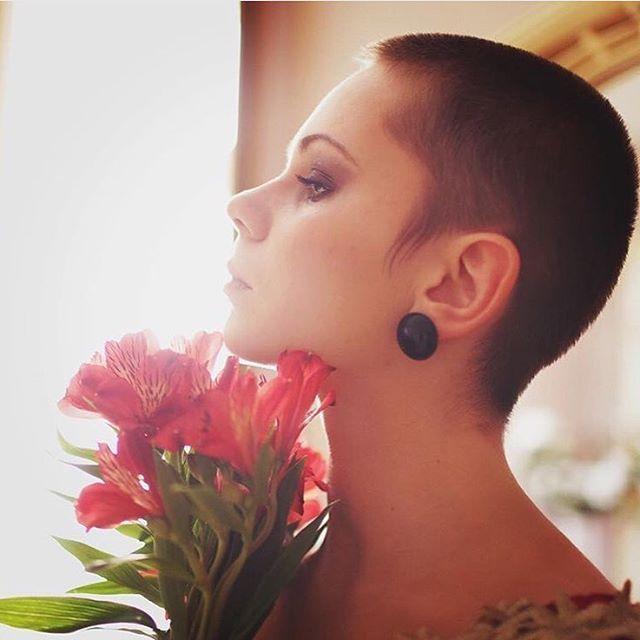 Över 1000 idéer om Buzz Cut Women på Pinterest | Faux Hawk, Korta ...