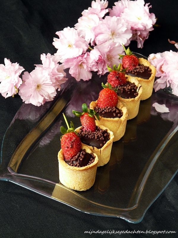 mijn dagelijkse gedachten: Mini Hazelnut and Chocolate Tarts / Мини Шоколадно-Ореховый Тарт