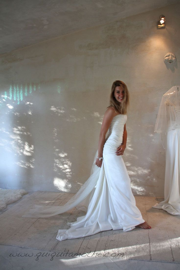 55 best robes de mari es simples simple wedding dress images on pinterest simple bridal. Black Bedroom Furniture Sets. Home Design Ideas