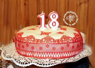 Koronkowy tort, serweta, wernisaż w KOKPiT