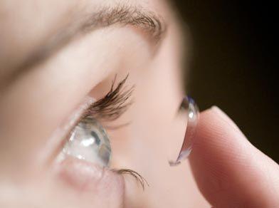 Quais são os cuidados necessários com as lentes de contato? Quem usa lente de contato sabe muito bem que o uso de lentes de contato requer muito cuidado, mas