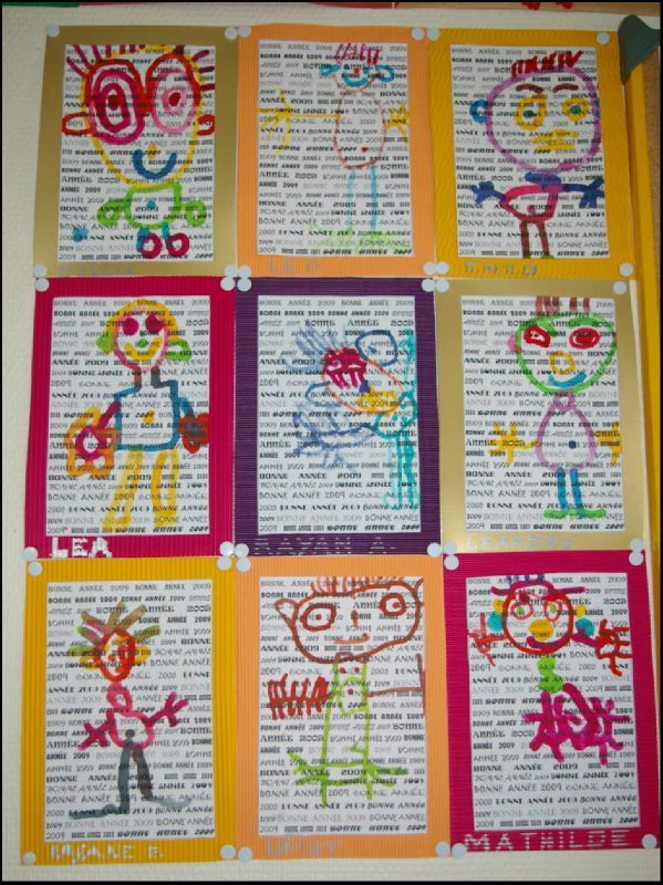 idée couverture cahier, avec prénoms des enfants de la classe derrière