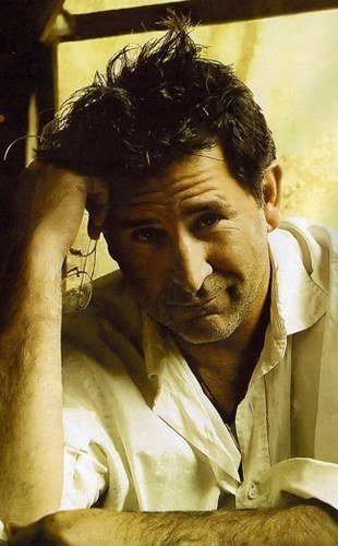 Anthony LaPaglia...think he is good in anything he plays. Hope to see him on another series.