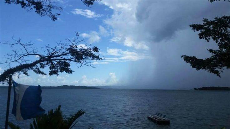 Lago Petén Itzá, Petén.