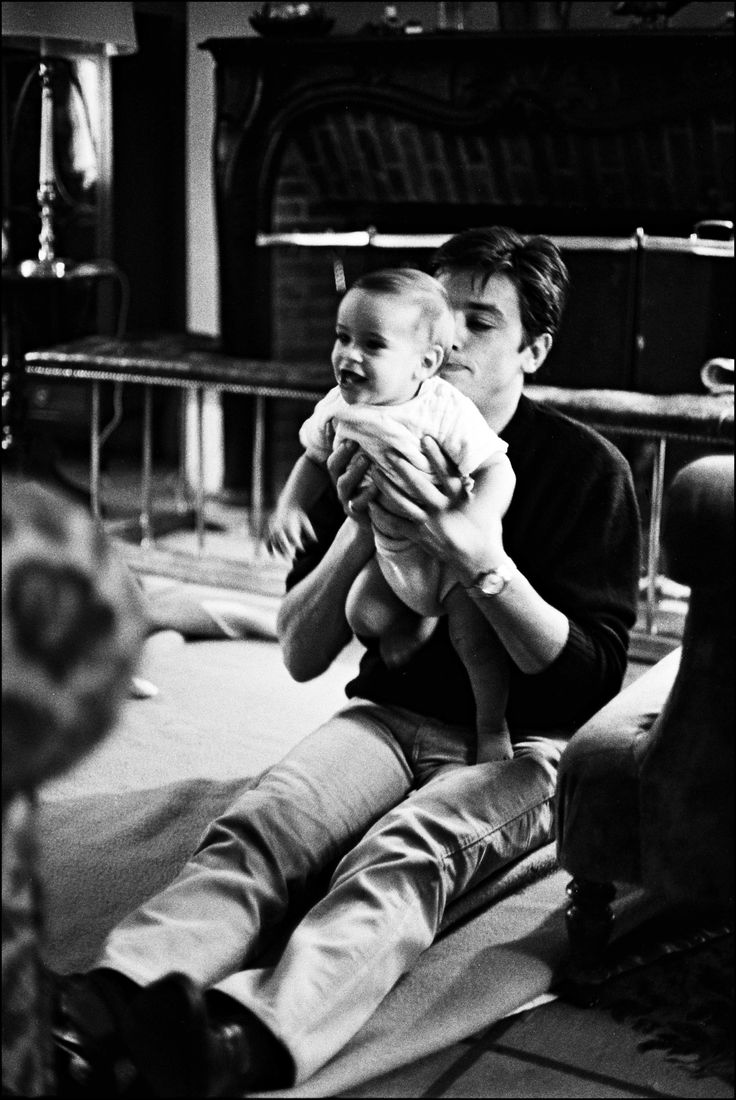Jacques schell photographe synthesis of all pictures from www - Los Angeles 1965 Alain Delon Playing With His Son Anthony