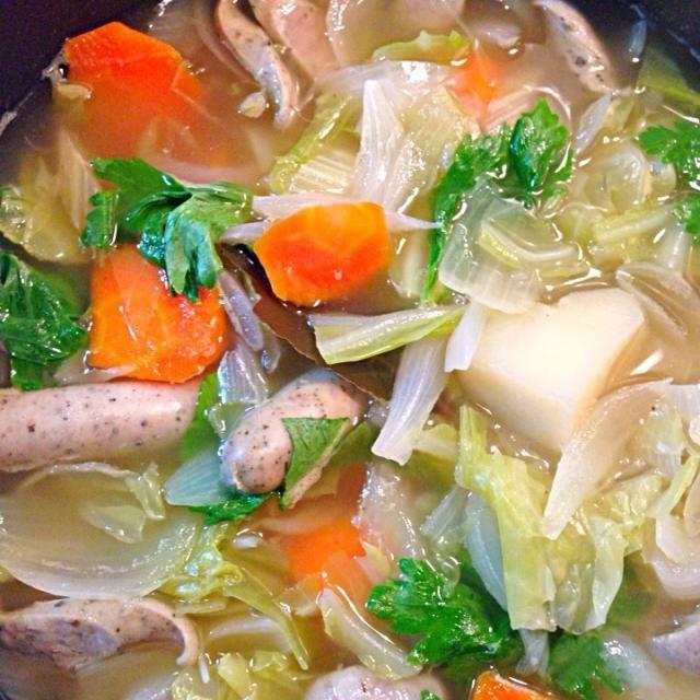 今日の一品「野菜たっぷりスープ」 - 2件のもぐもぐ - 野菜たっぷり生ソーセージの野菜スープ by omomi