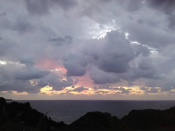 Καλη εβδομάδα! #dawn #morning #clouds #cloudy #heavyclouds #sea #november #horizon #libyansea #no_filter #nofilter #nature #crete #greece #IaTriDis | by IaTriDis